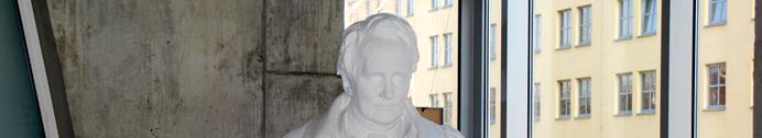 Kopf der Alexander von Humboldt Statue im Foyer des Geographischen Institutes
