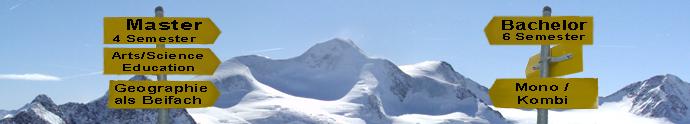 Schneebedecktes Berpanorama mit Wegweisern